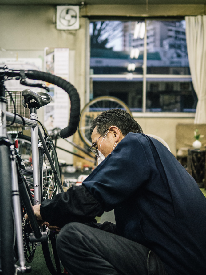 24_life_cycles_a_tokyo_bike_story_01