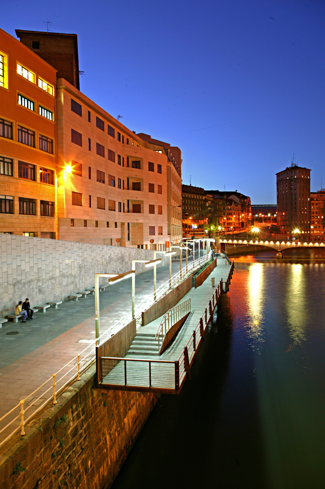 30_31_reurbanization_of_the_nervion_river_docks_08
