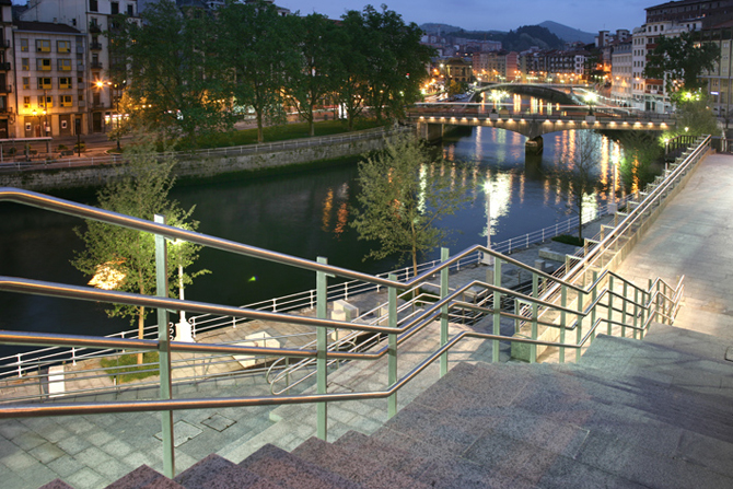 30_31_reurbanization_of_the_nervion_river_docks_14