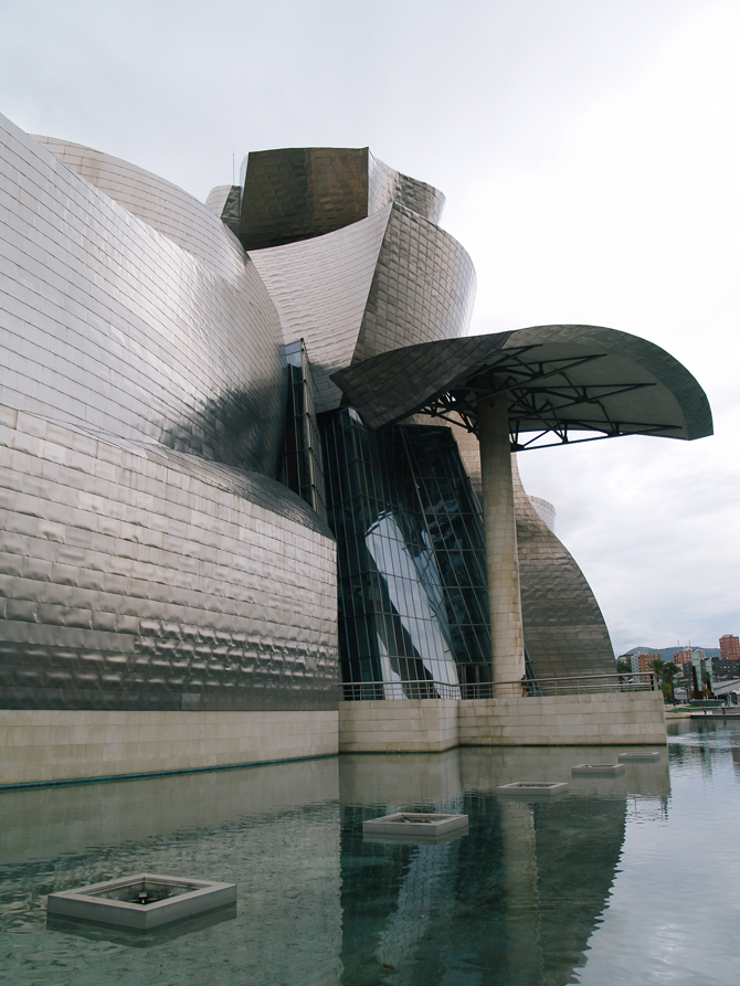 30_31_turning_point_two_guggenheim_museum_bilbao_03
